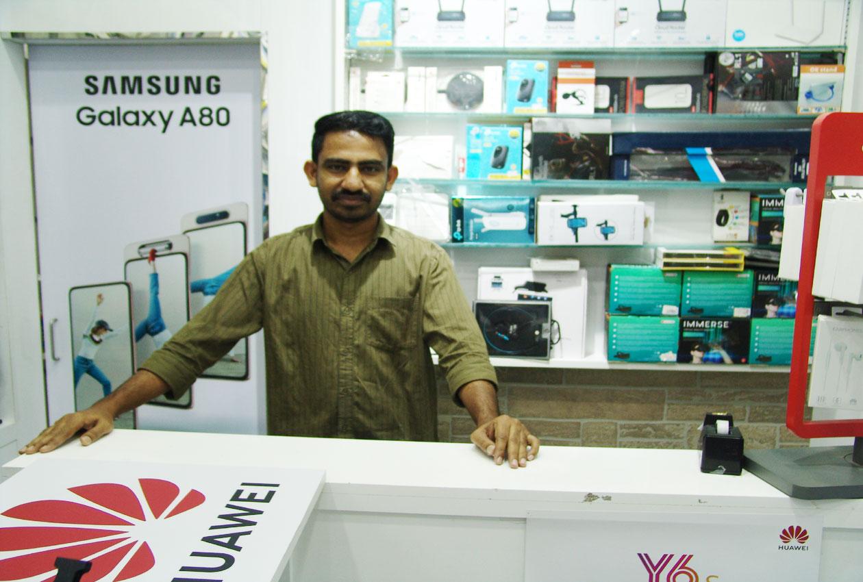 Al Qaws Al Zahabi Mobile Phone Trading - 4.jpg